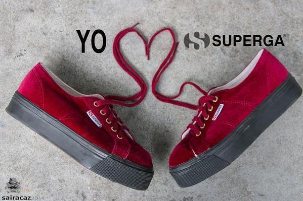 Nella giornata mondiale degli abbracci  guardatelo negli occhi con le zeppe Superga!   #superga #zeppe #abbracci #4dicembre #love