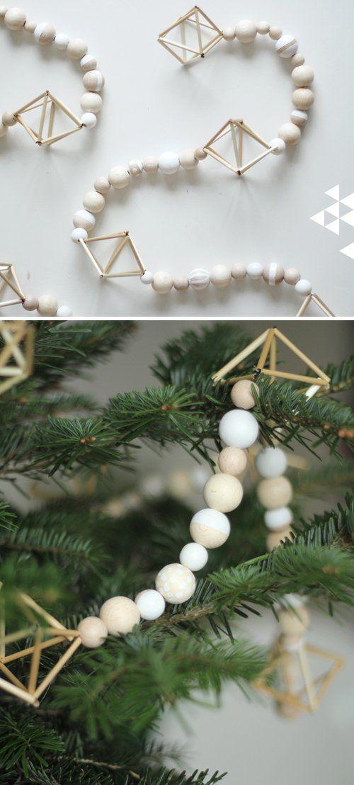 Puukuulaistuimen helmistä? Maalaa valkoiseksi spraymaalilla? 33 The Most Alluring DIY Scandinavian Christmas Decoration Ideas