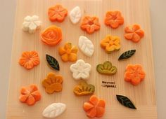 できあがった料理が、より華やかに、美味しさが増すおしゃれな日本の伝統「飾り切り」。今回は、知っておくと便利な野菜やフルーツの簡単な「飾り切り」のやり方をご紹介いたします。                                                                                                                                                                                 もっと見る