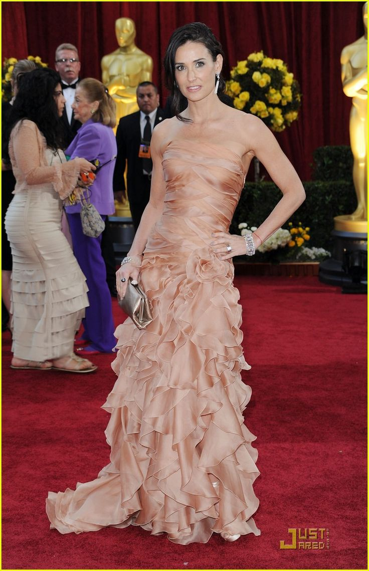 Demi Moore in Versace -- Oscars 2010 Red Carpet