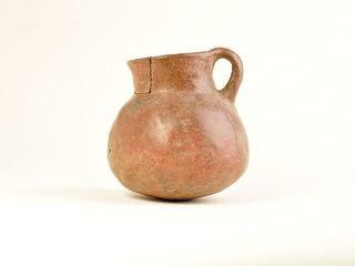 Jarro de cerámica alisada y pulida
