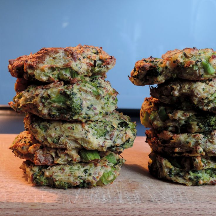 Výborné karbanátky, které jsou velmi jednoduché na přípravu, se hodí jak k večeři tak i napříklads sebou na výlety či k svačině.1 brokolice2 větší&