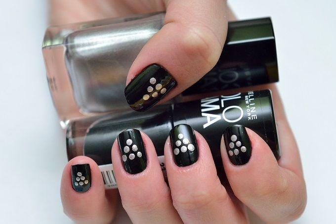 Silver dot nail pattern