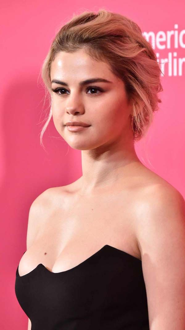 Selena Gomez blonde.  #selenagomez #celebrities