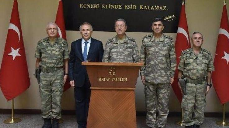 Bir dizi denetlemelerde bulunmak üzere Hatay'a gelen Orgeneral Hulusi Akar'a Kara Kuvvetleri Komutanı Orgeneral Salih Zeki Çolak, 2'nci Ordu Komutanı Korgeneral Metin Temel, Adana 6'ncı Mekanize Piyade Tümen ve Garnizon Komutanı Tümgeneral Hakan Atınç ve Tuğgeneral İdris Acartürk eşlik etti.   #Akar #birliklerini #Denetledi #Genelkurmay Başkanı #GÜNCEL Haberleri #Hatay #Hulusi #hulusi akar #Hulusi Akar sınır birliklerini denetledi haberleri #Hulusi Akar s