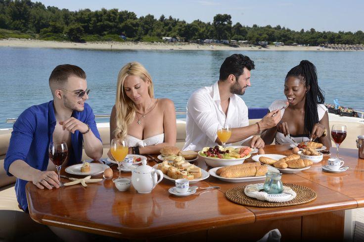 Επιλέγοντας την @[Cruises Holidays] σας δίνεται η δυνατότητα να βιώσετε 5στερες εμπειρίες με την παρέα σας! 🚤 Για κρατήσεις καλέστε μας εδώ: 6948364770