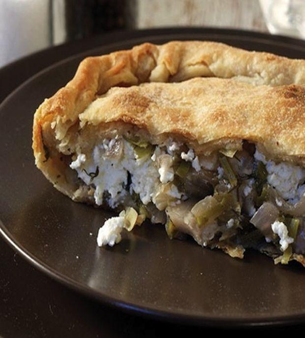 Μυκονιάτικη πίτα με Τυροβολιά και κρεμμυδάκια φρέσκα - Queen.gr