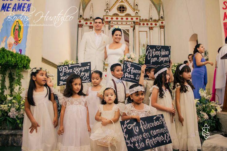 Permite que tus pajecitos porten mensajes de amor el día de tu boda, es ideal para tu boda en playa por Bodas Huatulco