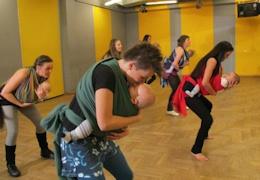 Taniec z dzieckiem w chuście? Tak!  http://www.salsalibre.pl/web/content/view/555/137/lang,pl/