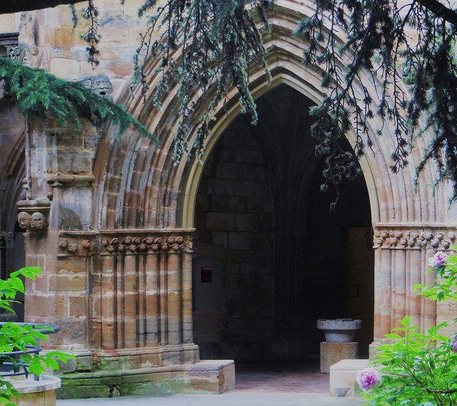 Lavabo (XVe), cloître gothique, monastère royal de Santa María de Veruela, Vera de Moncayo, province de Saragosse, Aragon, Espagne. #gothic #arch
