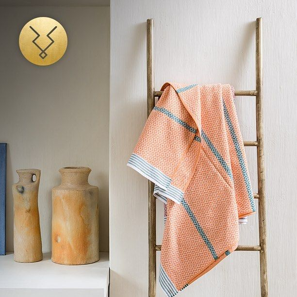 Luxurious contemporary flatweave Xhosa 'itawuli' towels from Mungo now available on the Kudu Home online store. Light, stylish and a great summer update for your bathroom.  Shop now at www.kuduhome.com  #kudu #kuduhome #africa #african #instagood #interiors #interiordesign #instastyle #interiordesign #home #towel #decor #decorate #beautiful #photooftheday #art #home #africaninspired #instahome #lifestyle #homeideas #africandecor #interiorismo #decoraciòn #asesorias #colours #summer…