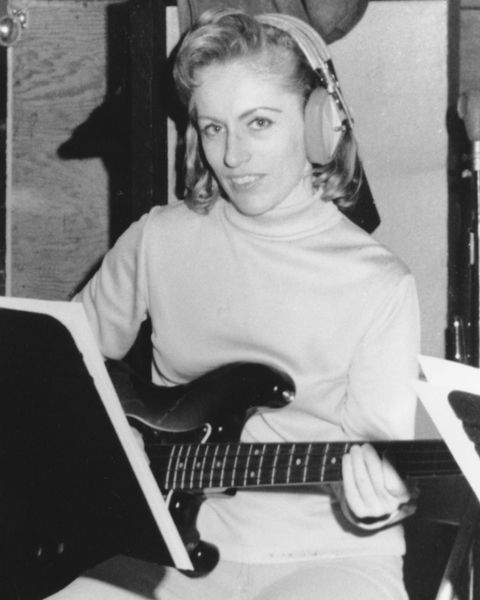 """¿Qué quién es? Es #CarolKaye Casi no hizo nada, solo toco el bajo en las grabaciones de estudio en: """"Pet Sounds"""" de los Beach Boys, """"These boots are made for walking"""" de Nancy Sinatra, """"Something Stupid"""" de Frank y Nancy Sinatra, """"I´m a believer"""" de The Monkees, """"Tema de Misión Imposible"""" de Lalo Schifrin, """"Feelin Al´right"""" de Joe Cocker y como 1000 canciones más que fueron parte indispensable de la música moderna."""
