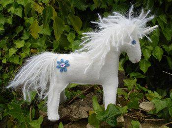Free Felt Patterns and Tutorials: Free Felt Pattern & Tutorial > Unicorn or Horse