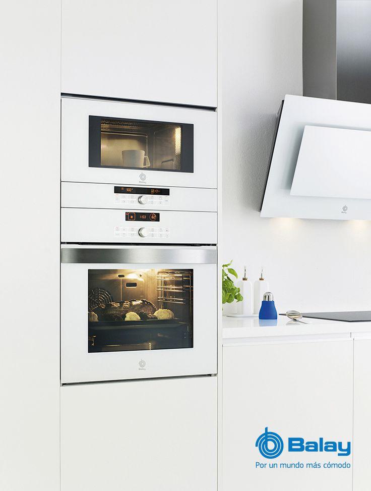 Electrodomésticos de diseño Serie cristal en blanco de Balay. Hornos, microondas, campanas extractoras y módulos de calentamiento. El blanco es tendencia. http://www.sanchezpla.es/electrodomesticos-de-diseno-que-marcan-tendencia/