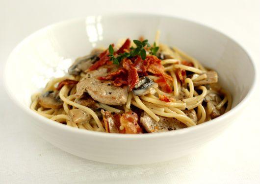 Spaghetti med svinemørbrad i cremet hvidvinsauce | foodfanatics opskrifter
