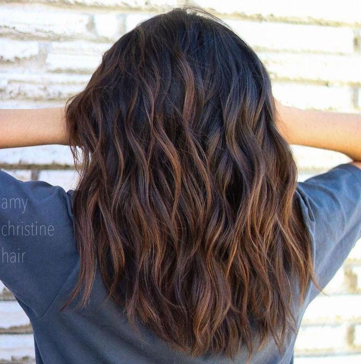 Black Hairstyle With Cannelle Brown Faits Saillants Cheveux Cheveux Mi Long Coupe De Cheveux
