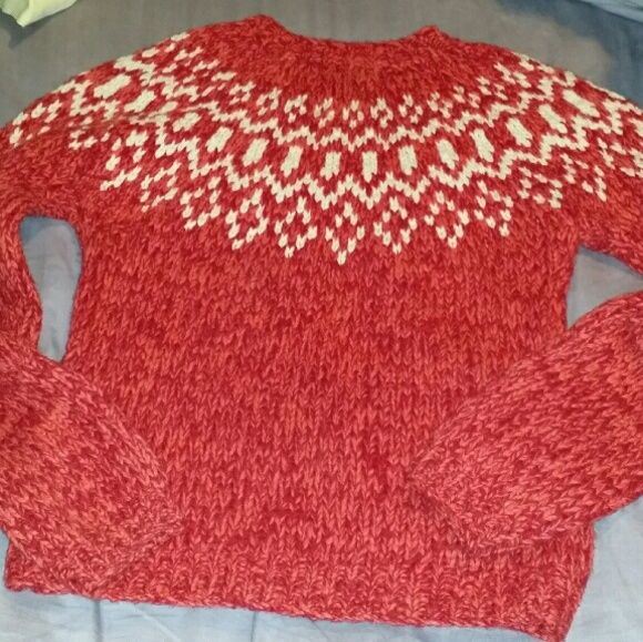 100% lambswool American Eagle Outfitters sweater Prepare to be toasty and adorable! SIZE M. HAND KNIT. Pristine condition. Color: vermilion American Eagle Outfitters Sweaters Crew & Scoop Necks