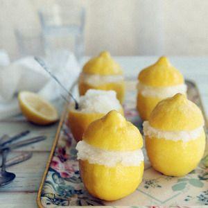 はちみつレモンシャーベット+by+ミササカナさん+ +レシピブログ+-+料理ブログのレシピ満載! お久しぶりです。気がついたらすっかり秋になっていました。ロンドンはすでに寒く、暖房を入れようか迷っているぐらいです。それなのにレモンシャーベット。震えながら食べています。拷問です。+    これは、ブ...