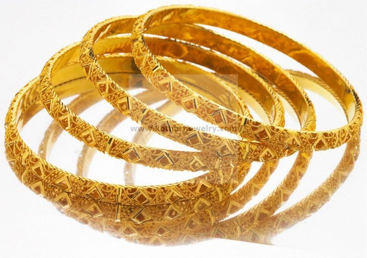 4_Piece_Gold_Bangle_Set.jpg 800×564 pixels