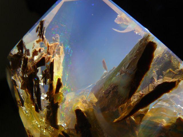 この世のものとは信じがたい「魔法の世界の空」を宝石に閉じ込めたオパール 3種 - DDN JAPAN