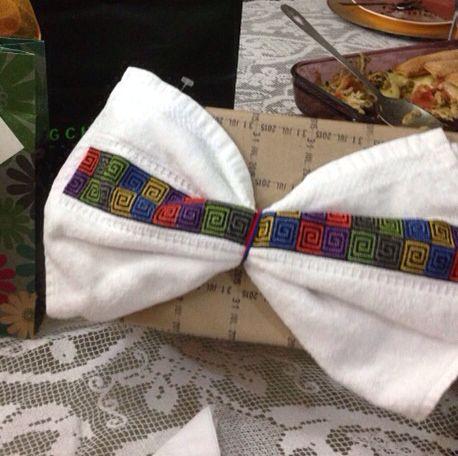 Empaque de regalo decorado con toalla bordada en punto de cruz Contacto anayjaime.65@hotmail.com