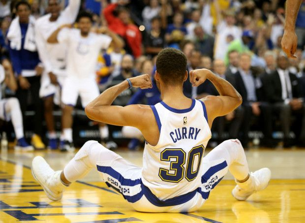 Golden State Warriors' Stephen Curry (30) flexes his muscles after he scored and drew a foul against the Chicago Bulls in the first half of an NBA game at Oracle Arena in Oakland, Calif., on Friday, Nov. 24, 2017. (Ray Chavez/Bay Area News Group)