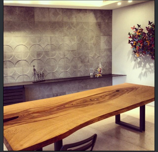 Wall cladding cement board solid wood table. Beyrouth appart