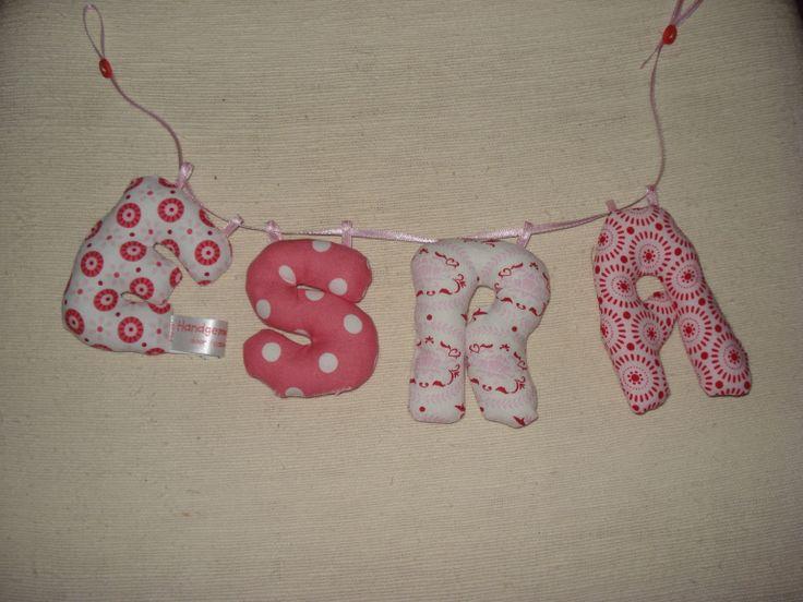 Stoffen letters met de naam van de baby