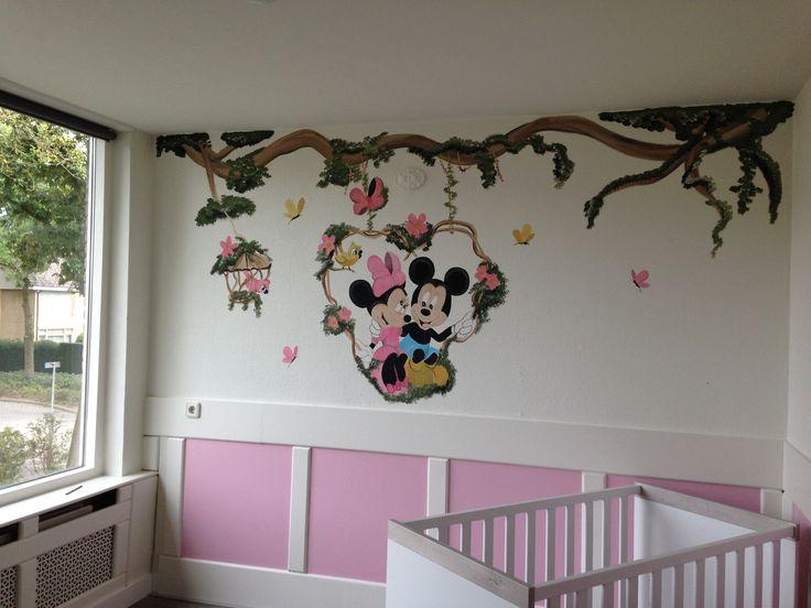 Mickey en minnie op schommel muurschildering gemaakt door joan of arts. www.facebook.com/joanschetst