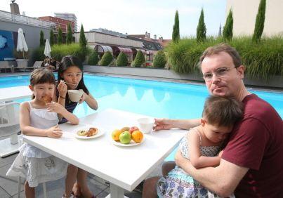 Peut-on siroter un cocktail au bord d'une piscine à Metz ou à proximité ? C'est possible, à certaines conditions. Petit repérage et bonnes adresses, ...