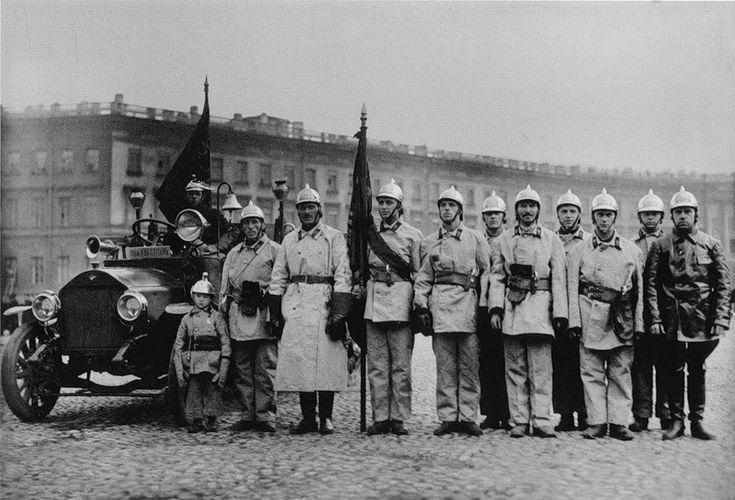 Пожарная команда торгового порта на параде пожарных частей, 1925 г.
