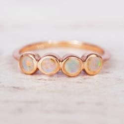 Anillo de oro rosa con múltiples ópalos   – jewelry–rings