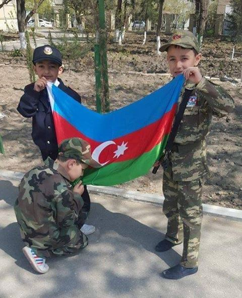 Oy maşallah küçük askerlere Allahım sizi ana babanıza vatanınıza bağışlasın inşallah yavru kurtlar