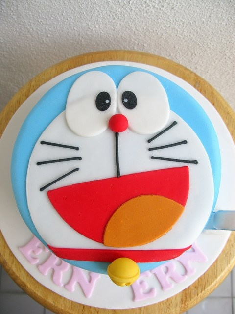 Ern Ern's doraemon face cake by joannefam, via Flickr