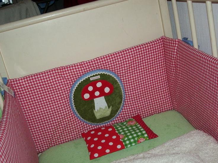 ber ideen zu baby nestchen auf pinterest kantenschutz bettumrandung und nestchen. Black Bedroom Furniture Sets. Home Design Ideas