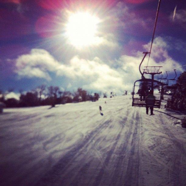 Photo by matt_mcdonald1  #selwyn #selwynsnowfields #snow #snowboarding #cold #instahub #instagram #sun #sunny #skiing