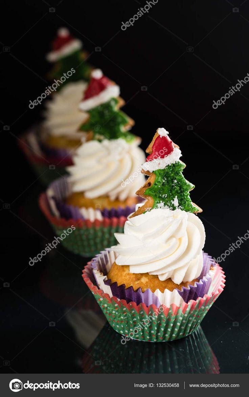 Скачать - Яркие рождественские кексы — стоковое изображение #132530458