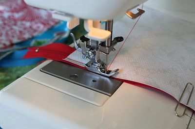 Sew Delicious: Oilcloth Toiletries Bag - Tutorial