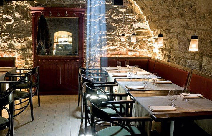 Via Cluj – The place is a fine-dining and has a romantic atmosphere coupled with creative presentation of food. It's quite posh and serves really fine wines.