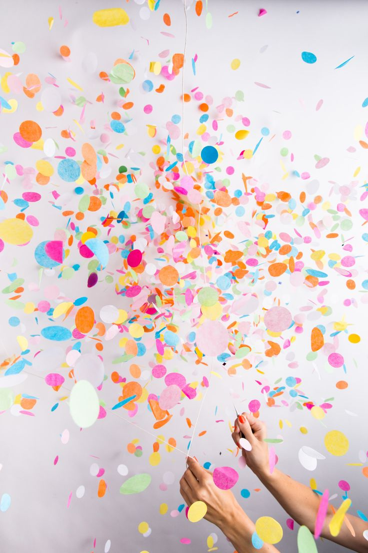 Confetti in the favours for people to throw afterward!