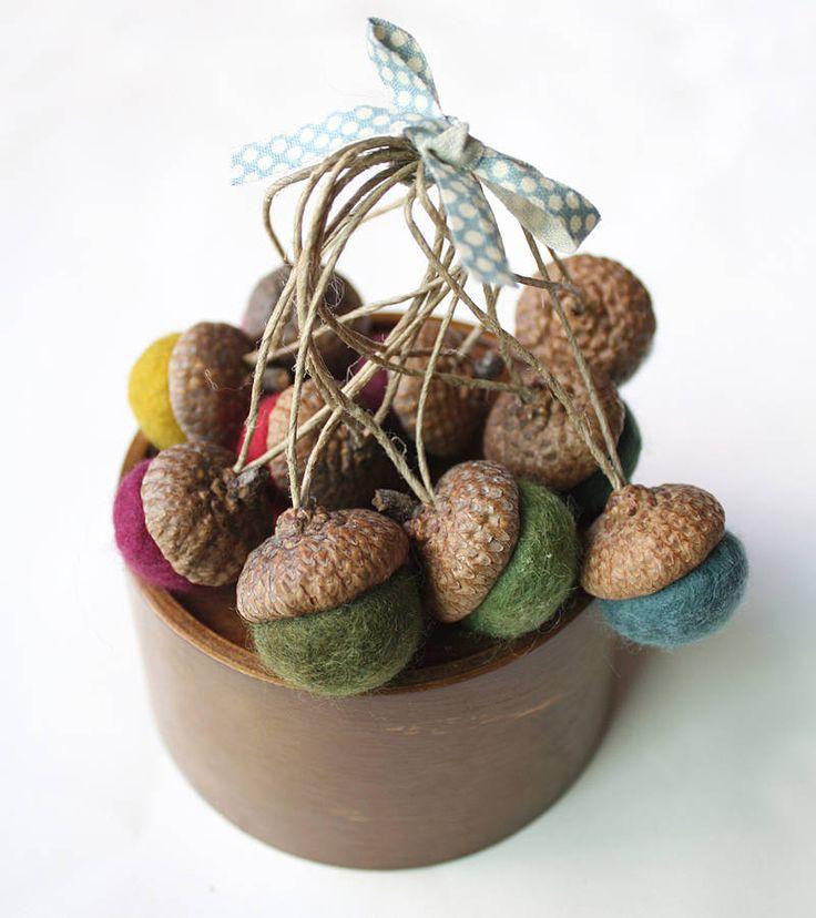 1000 images about acorns on pinterest velvet acorn for Acorn decoration ideas