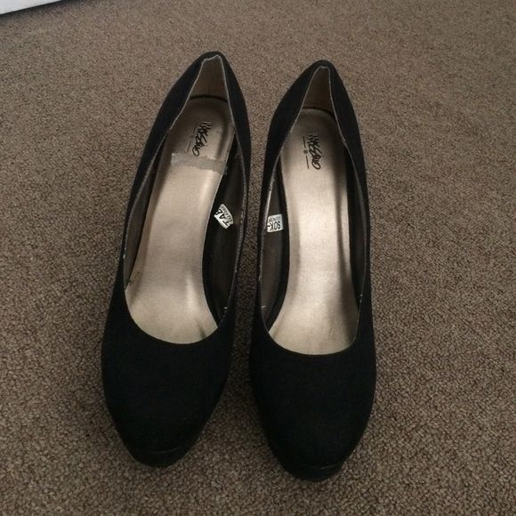 Black pumps Never worn sued black pumps Shoes Heels