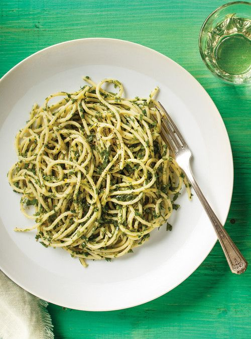 Spaghettis aux herbes / parmesan / basilic / coriandre / roquette / citron / ail / persil