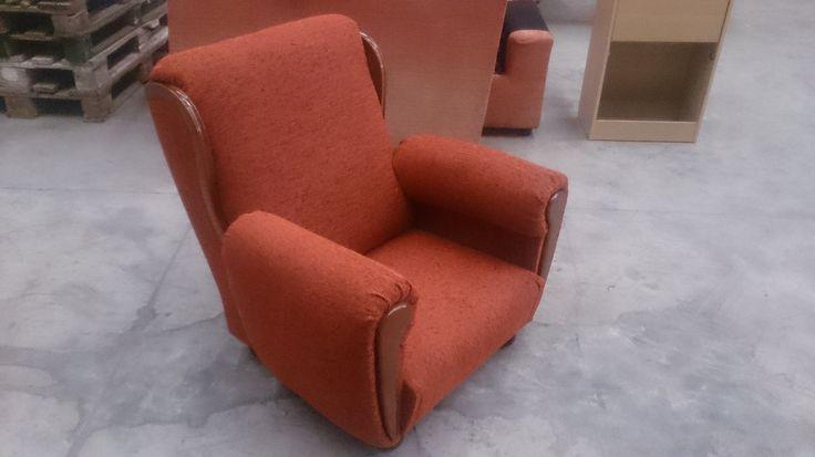 Sillón tapizado con chenilla naranja