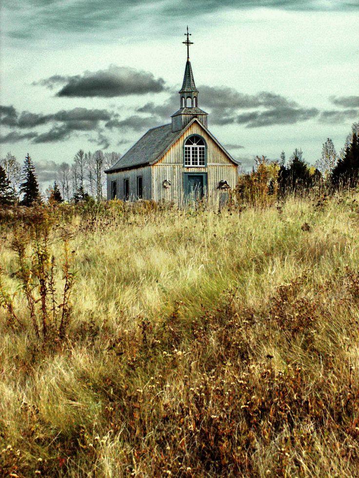 La chapelle de l'Auberge Le Baluchon de St-Paulin en automne / The chapel at Auberge Le Baluchon, St-Paulin, Québec, Canada