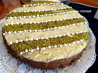 On me demande souvent par message la recette du gâteau aux fruits secs (khbzet fekiya). En ouvrant mon frigo, j'ai croisé la crème au beur...