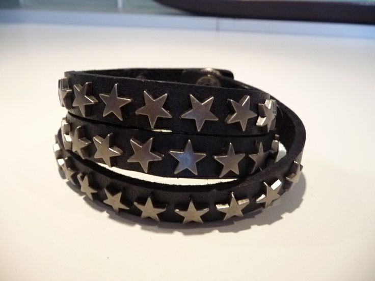 Lederarmband mit Sternen ***schwarz von Sucre des Amours auf DaWanda.com