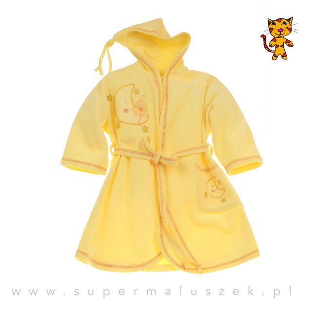 Szlafroczek Sofija w pięknym, słonecznym kolorze. Świetnie wchłania wilgoć, jest idealny po kąpieli. Na szlafroczku wyszyto ozdobne aplikacje. #supermaluszek #kapiel #dziecko