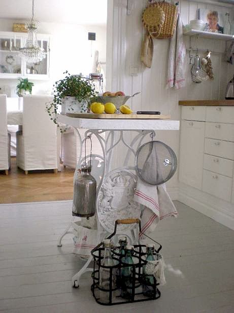 60 Ideas to recycle your old sewing machines in furniture diy  with Vintage upcycled furniture Upcycled sewing machine Recycled Interior DIY