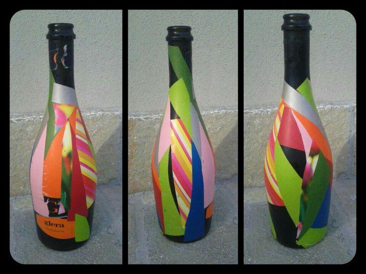 Collage con carta da regalo su bottiglia di vetro